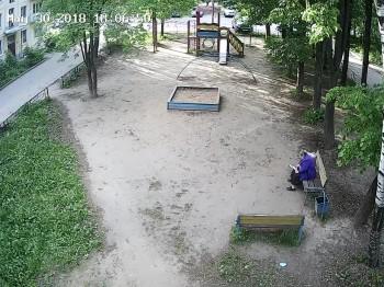 ул. Седина 33, детская площадка