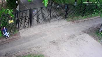 БР - ул. Калинина, 2, вход в садик