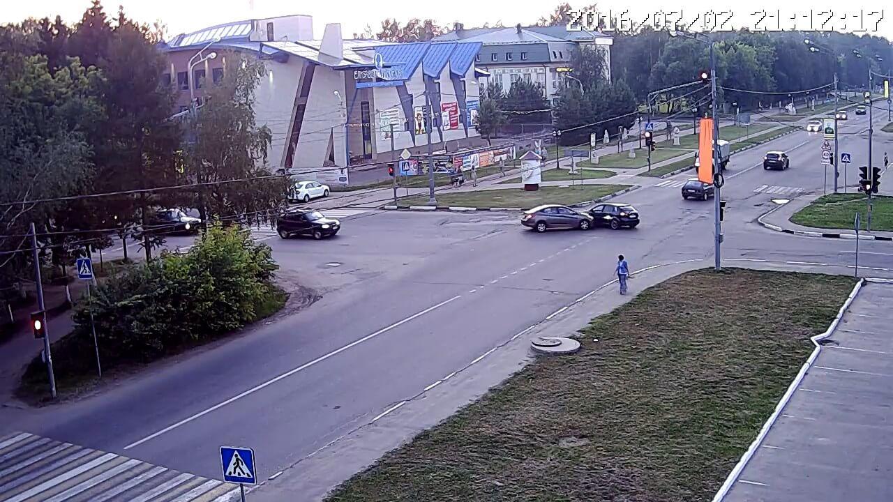 Авария в центре на светофоре