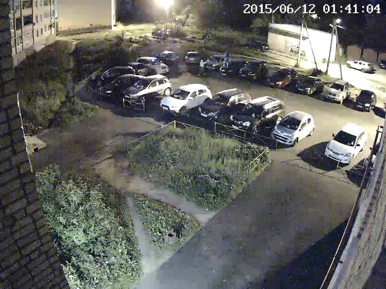 Повреждение автомобилей на парковке
